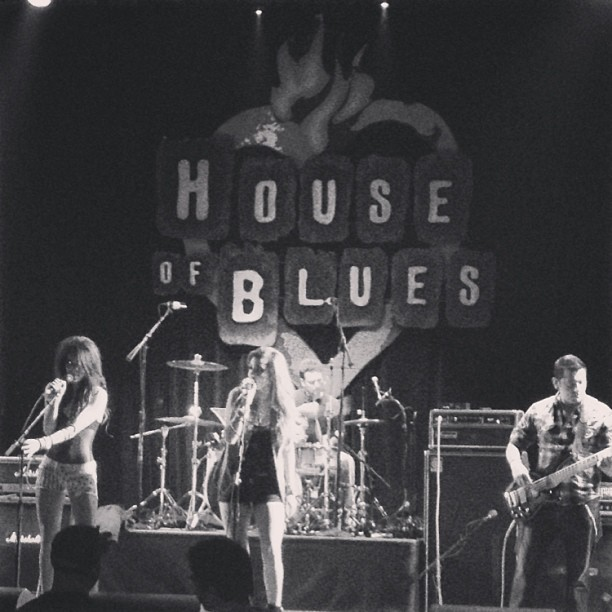 #radioelei #tbt #houseofblues #hob #sunset #girls #sisters #bass #drums #singer #musicians #original #song #rock #band #genre #ginger @isabellacaut #black n #white #pictureoftheday #iphone #pretty #love #lyrics #touch #your #heart @natradioelei