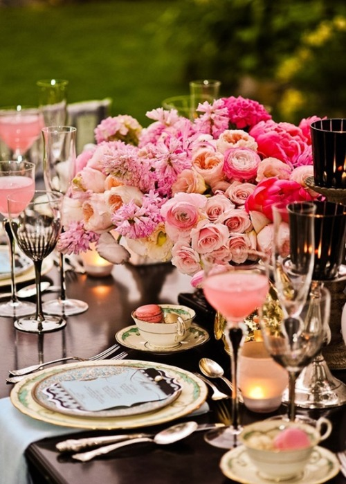This place setting is heart breakingly lovely - via The Bridal Detective