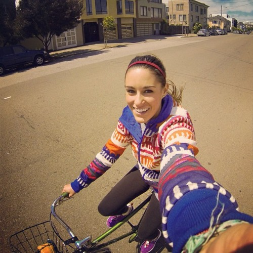 Cruisin' around the neighborhood today!// #omniten @gopro @columbia1938 #gopro #hero3 #schwinn #roxy #sanfrancisco #california #sf #bike #bicycle #girl #happy #smile #biketoworkday #street (at North Lake)