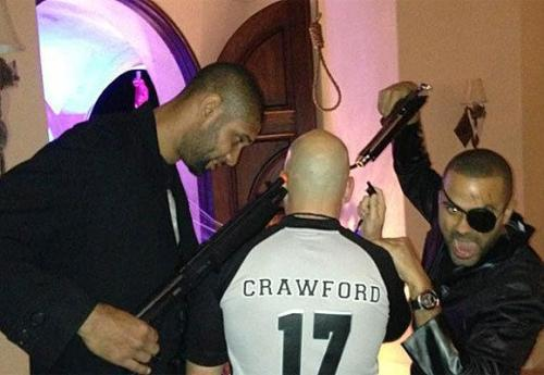 yuengcrewneck:  how can u slander tim duncan after seeing this pic