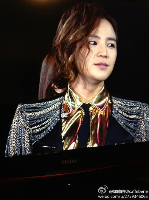 countdown with jang keun suk! last day of 2012, i just watched sukkie's performance in hunan tv countdown party~ he's so sexy and handsome with the gold top! only 3 songs… short but totally captivated my heart. so so so so so happy right now! happy new year! credit: tagged.