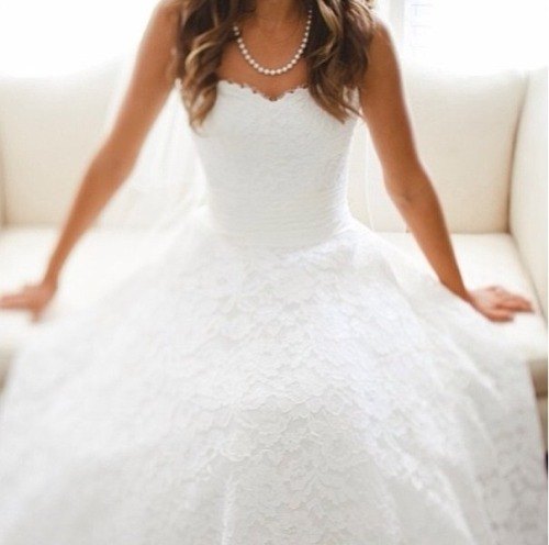 handbookofstyle:  Wedding dress so cute !