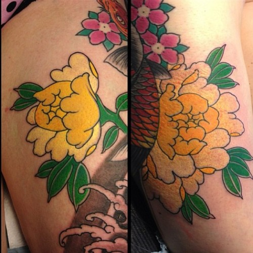 Peonies done at northlakes tattoo show by @rodrigosoutobueno #tattoo #tattoos #ink #inkbalm #rodrigosouto #london #coventgarden #blackgarden #blackgardentattoo #foreverink