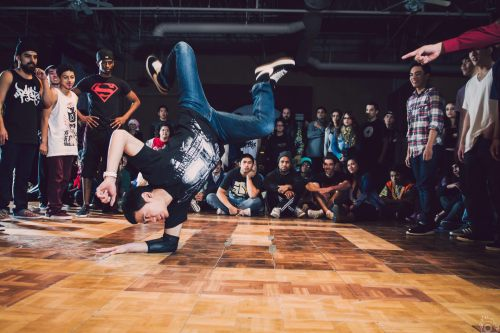 fuckyeahpowermoves:  @boogaluke Bboy Burnz doing an airflare to elbow airflare