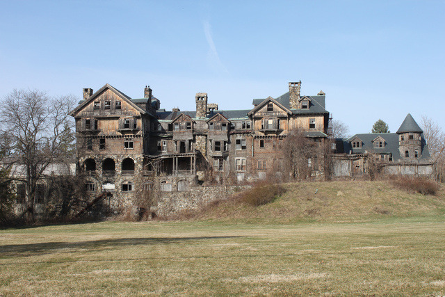 abandonedography:  9 of the Most Fascinating Abandoned Mansions from Around the World