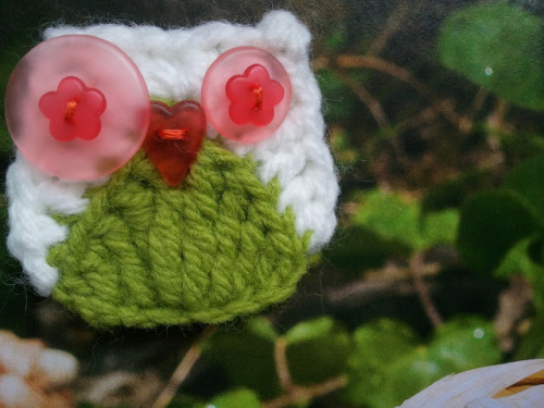 wookiesrugrats:  I ADORE this little owl appliqué! The lovely lady that created this is a genius if you ask me! So simple, so cute! I'll be using this little fella a lot!   (via Owly Owl | Timic's Home)