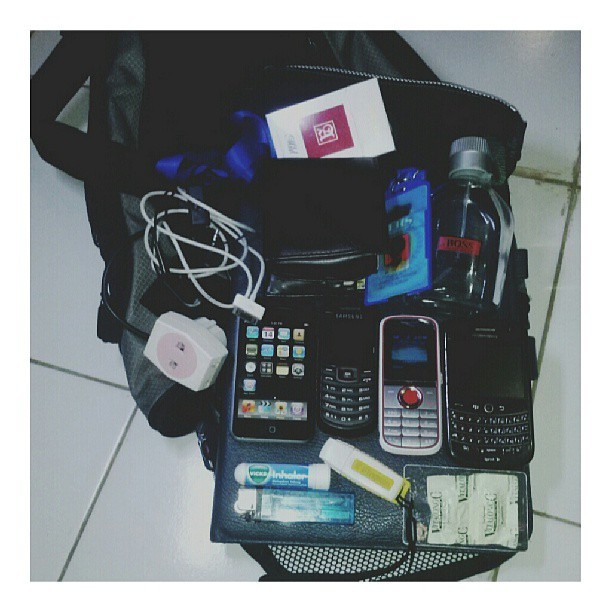 Day 20: In My Bag #30DaysChallenge  #stuffs #bag #all_shots #bestoftheday #photooftheday #instadaily #instago #instagood #instahub #instamood #instanusantara #instaphoto #filter #shoutout #iphonesia #iphonegraphy #iphonegrapher #hot #igaddicted #igers #statigram #tagstagram #tagstagramers #tweegram #webstagram #indonesia #instagram