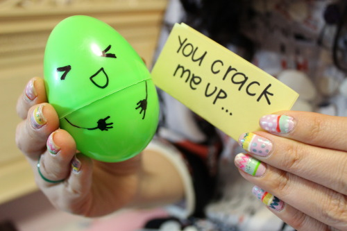 loranhbu:  a-stud-muffin:  you crack me up ♥  Your nails >