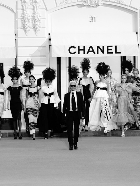 fashionmaja:   fashionmaja: Karl Lagerfeld leading the pack…Oh how I love thee.
