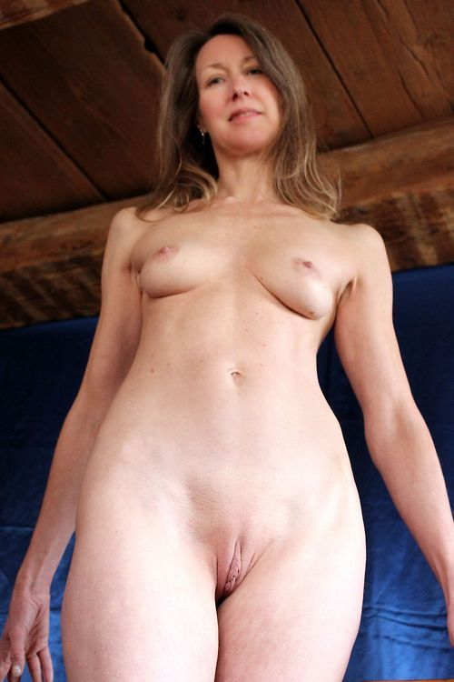 leglover72:maturephotosforyou:More videos: http://is.gd/hoBI8tNice, tight body. Love to fuck this MILF.