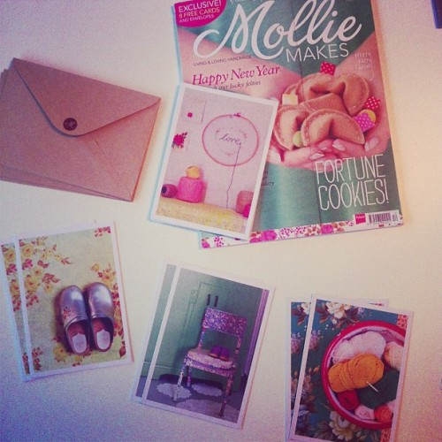 GORGEOUS pack of 8 cards with @gatheredbymm @molliemakes issue 22. Hmmm. I wonder if they want to do this with photos from #decorateworkshop 😉☺😀 these are from @dottieangel and Rachelle Blondel's book.
