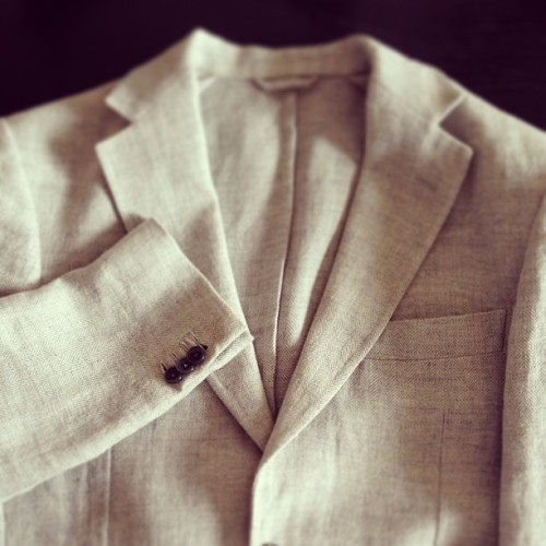 Belvest linen jacket! そろそろ衣替えということで、今季も頑張ってもらいます。  #belvest #gray #jacket #linenjacket #lightgray #linen #esquire #gq #menswear #fashion #sartoria #sartorial #wordrobe #pittiimmagineuomo #pitti #pittiuomo #instagood #photooftheday #instadaily #nice #iphonesia #iphoneonly #sogood #ベルベスト #リネンジャケット #ジャケット #メンズウェア #ワードローブ #ファッション #ピッティ