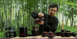 theworldofchinese:  Making tea,Like a sir Having been lost for hundreds of years, a brand new tea culture has been rejuvenated by tea expert Zhang Zhifeng (章志峰) in Fujian Province. It's not just tea; it's a canvas. When you think of beverage art, a hot latte comes to mind, but Zhang argues that his techniques are more complicate because there is only one liquid involved—tea soup (茶汤 chátāng), a mixture of grinded tea leaves and hot water. With a bamboo scoop, he is able to draw and write on the surface of the tea soup, and these patterns hold up for two to four hours. Zhang got his inspiration in college when he was puzzled by a term found in historical records to describe a special tea ceremony, fencha (分茶, tea separation) or chabaixi (茶百戏, a hundred tricks with tea). None of his professors were able to explain it clearly except that it is only found in Japanese tea ceremonies nowadays. After digging through more ancient texts, Zhang pieced together the details of the practice which was once popular in the Song Dynasty (960-1279). Emperor Huizong of Song (宋徽宗, 1082-1135), a famous art's patron, poet, painter, calligrapher and musician himself, performed fencha during a royal banquet for his guests. The emperor's hobby soon became the hottest trend among aristocrats and artists alike. To perform calligraphy and painting on tea was also praised as a tasteful skill among the educated. Many poems written during that time could offer evidence to the trend. In one poem, poet Yang Wangli (杨万里) captured the patterns of wandering clouds high in the sky and changing reflections in a river at one fenchaceremony performed by a monk: 纷如擘絮行太空,影落寒江能万变 (fēn rú bāi xù xíng tàikōng, yǐng luò hán jiāng néng wàn biàn). Later, people even started to hold tea competitions, called doucha (斗茶), comparing the quality, taste, color and patterns of their tea. Read More…