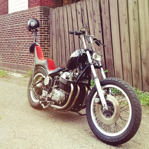 illfitlife:  Got to cruise @treysayer_ 's bike home from work today. Love this thing. #chopper #bobber #cb750
