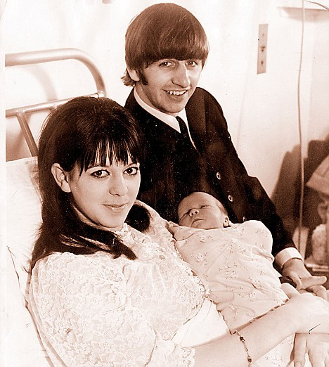 beatlegreetings:  First appearance: Ringo Starr pictured with his first wife Maureen Starkey and their newborn baby Zak in 1965