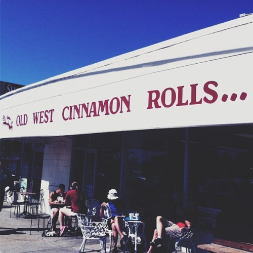 "pismo beach has the most charming ""world famous"" cinnamon roll shop. a stop by was a must. #pismobeach #oldwestcinnamonrolls #ca"