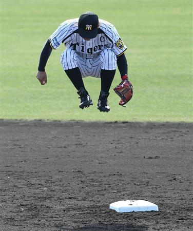 mightyflynn:  Takashi Toritani Photo by Ryoji Okada via baseballbb  As a kid, I would bend my knees up when I jumped and pretend I had a 40-inch vertical. OK, so I still do that.