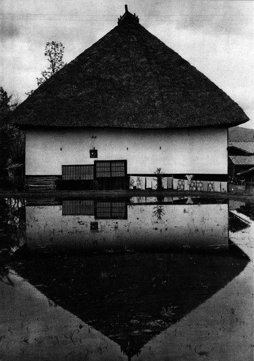 iamjapanese:  lepostitjaune:  YUKIO FUTAGAWA Rural Houses of Japan 1958-1960 | In Memoriam  二川 幸夫  「日本の民家」より