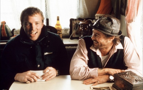 fuckyeahdirectors:  Guy Ritchie and Brad Pitt on-set of Snatch (2000)  YOU LIKE DAGS?