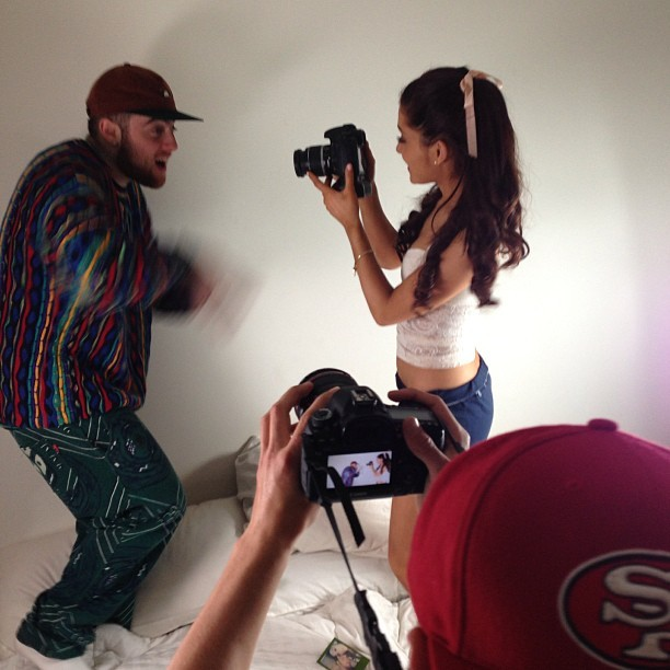 tumblr mi0f8gxv3J1rx1ocfo1 1280 Mac Miller Appears In Ariana Grandes New Video