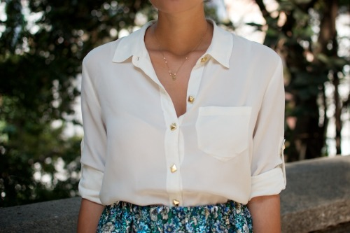 How to wear Studs in a more classy refined way? Check out this DIY from A Pair & A Spare showing you how to recreate the effortlessly cool look above.