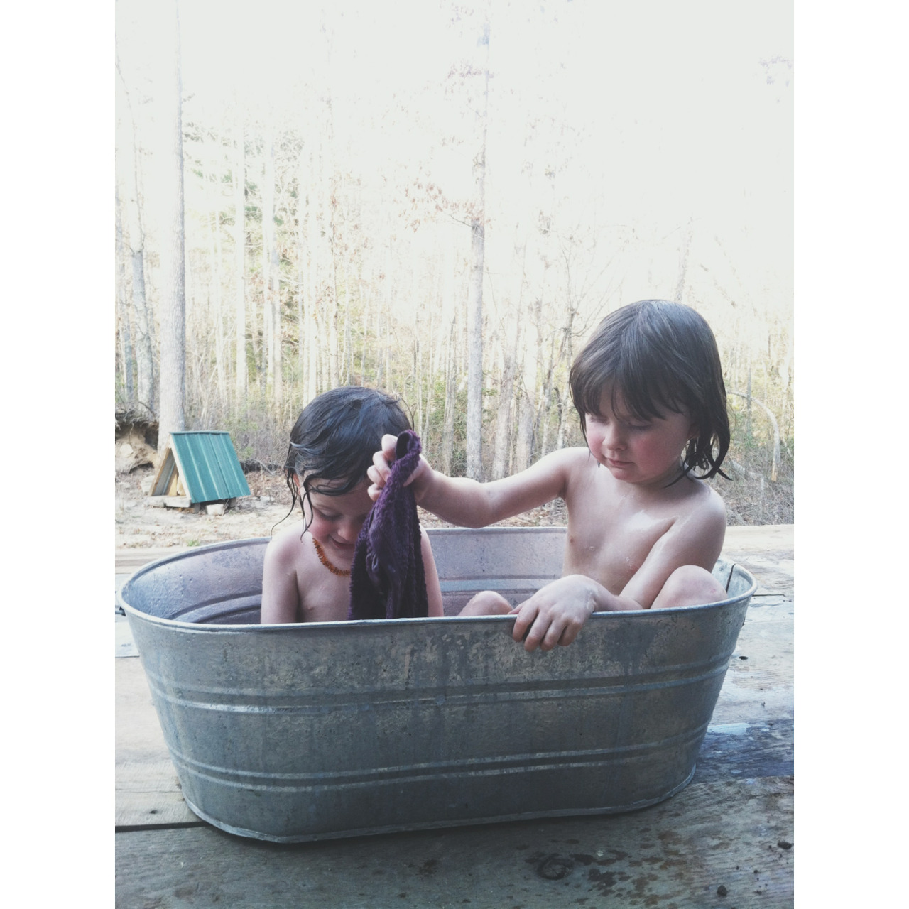 Sunshine and outdoor washtub baths 🌞🛁