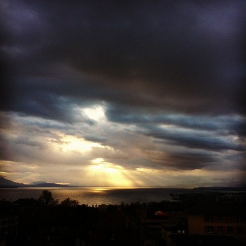 Sunset #hefe #clouds #cloudporn #lake #lacleman #lausanne #switzerland #sun