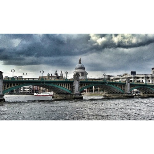 #SouthwarkBridge & #StPaulsCathedral #southbank #thames #riverthames #london #cityoflondon #london_only #squaready #snapseed  (at Southwark Bridge)