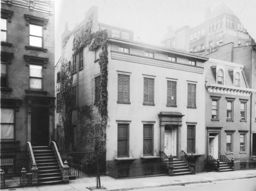 archimaps:  Truman Capote's townhouse in Brooklyn Heights in 1922   #gaps in the terrace