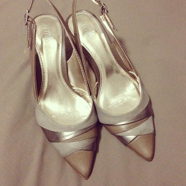 This made it to the sell pile. Leather taupe layered #RMK #heels. Size 5.5 - was in two minds about this but I doubt I'll ever match these #shoes with all the grey and black in my wardrobe. Plus pointy shoes just aren't me.