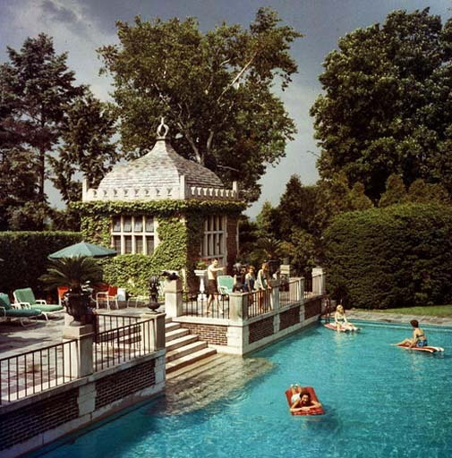 Photo by Slim Aarons, 1960.