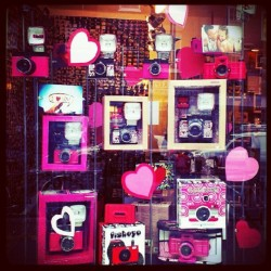Escaparate de San Valentín en Spitalfields #london #londres #spitalfields #uk #happyvalentine #sanvalentin #pink #red #heart #love #present #regalos #escaparate