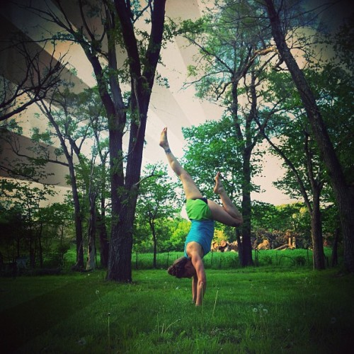 {Day 25} of #handstand365 I also am adding more core work to eventually  be able to raise up into handstand more steadily. #underarmour #whatsbeautiful #iwill #babslife #babsyoga #handstandaday #feeltheyogahigh #yogaglo #allyoucanyoga