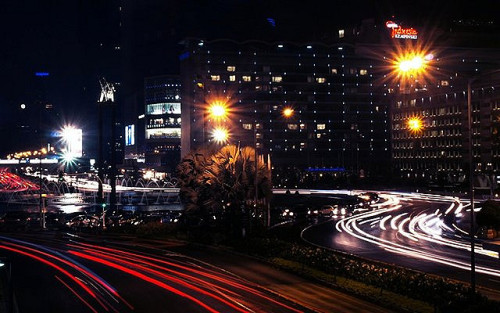 beingindonesian:  Happy Saturday night, friends. Hotel Indonesia roundabout at night, Jakarta, Indonesia. (by dianseh)