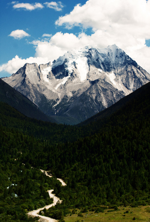 travelingcolors:  Mountains of Sichuan | China (by Frank LHB)