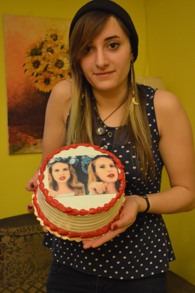 lanasbiggestfan:  had a hard time letting go of my cake </3  :( one week later