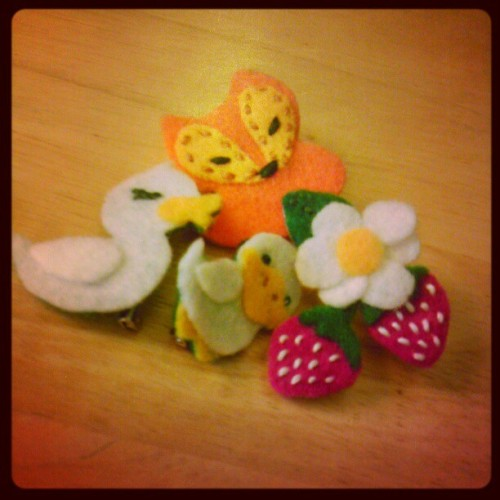 I turned all my felt buddies into actual brooches!