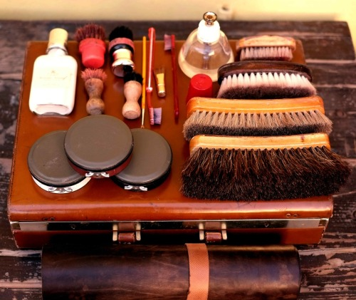 dandyshoecare:  You are still in time to bring home the best shoe shine kit ever!http://cgi.ebay.it/ws/eBayISAPI.dll?ViewItem&item=330920937283#ht_626wt_898
