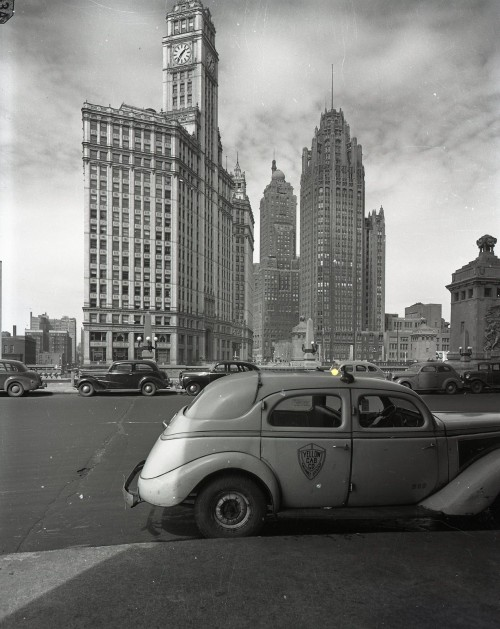 calumet412:  A taxi awaits on Wacker at Michigan, 1944, Chicago.
