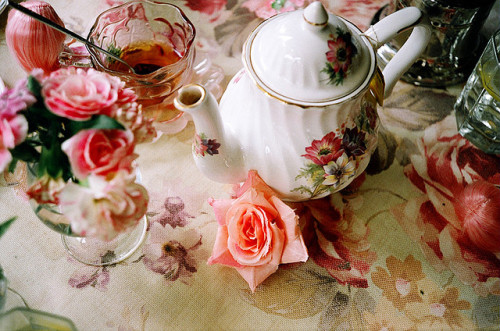glamprincess:  afternoon tea by kenny♥细肩带小女孩不加辣 on Flickr.