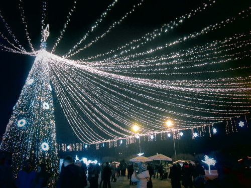 this evening in the center of Chisinau winter holidays period continues around here (according to the Gregorian calendar, Christmas is on January 7)