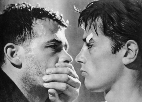"Renato Salvatori e Alain Delon in ""Rocco e i suoi fratelli"" (1960) regia di Luchino Visconti."