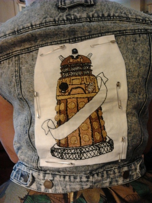 light-as-a-heather:  Dalek embroidery wip. I want to add roses and need to write exterminate in the banner