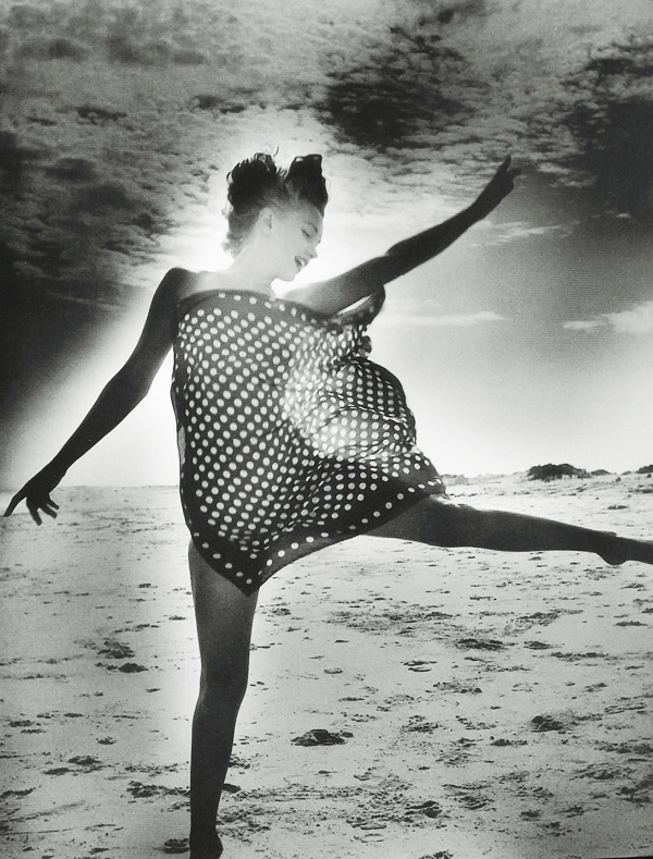 vintagegal:  Marilyn Monroe photographed by Andre De Dienes, 1949
