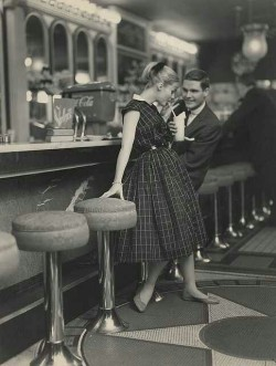 indypendent-thinking:  1950s Soda Shop date!