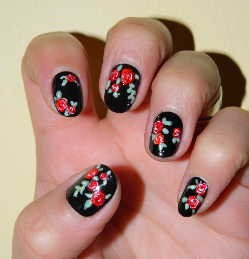 Uñas floreadas  My version of the Dr Martens inspired nails from Get Nailed  ( http://tmblr.co/Zef_gxcMOZrm )