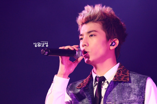 wooadorable:  121215 2pm live tour in taipei