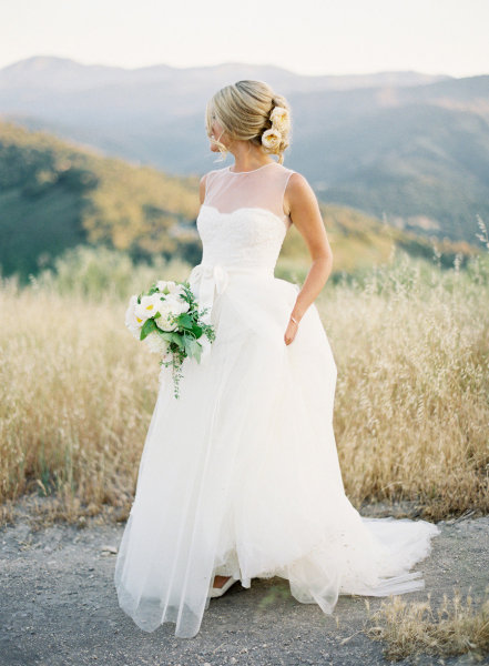wildernessandweddings:  I don't like the poofy-ness but, the top is gorgeous.