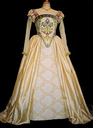 costumehistory:  I don't know what this is from… I'm suspecting a movie or something. It's beautiful though :)