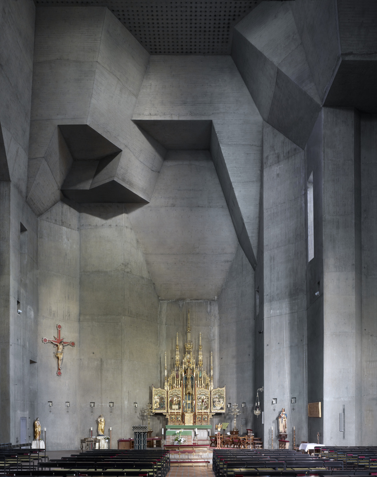 spacebaw:  Gottfried Böhm, St Louis catholic church interior, Saarlouis, 1970 ph: Fabrice Fouillet